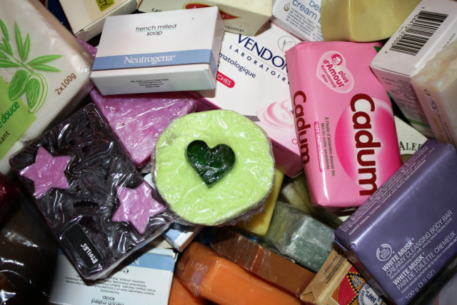 z-8-kg-de-savons-rc3a9coltc3a9s-pour-les-restos-du-coeur