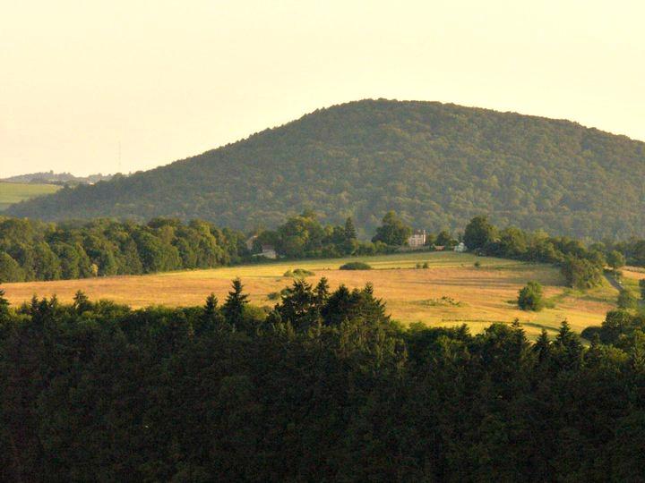 vue depuis le gour de tazenat sur la campagne