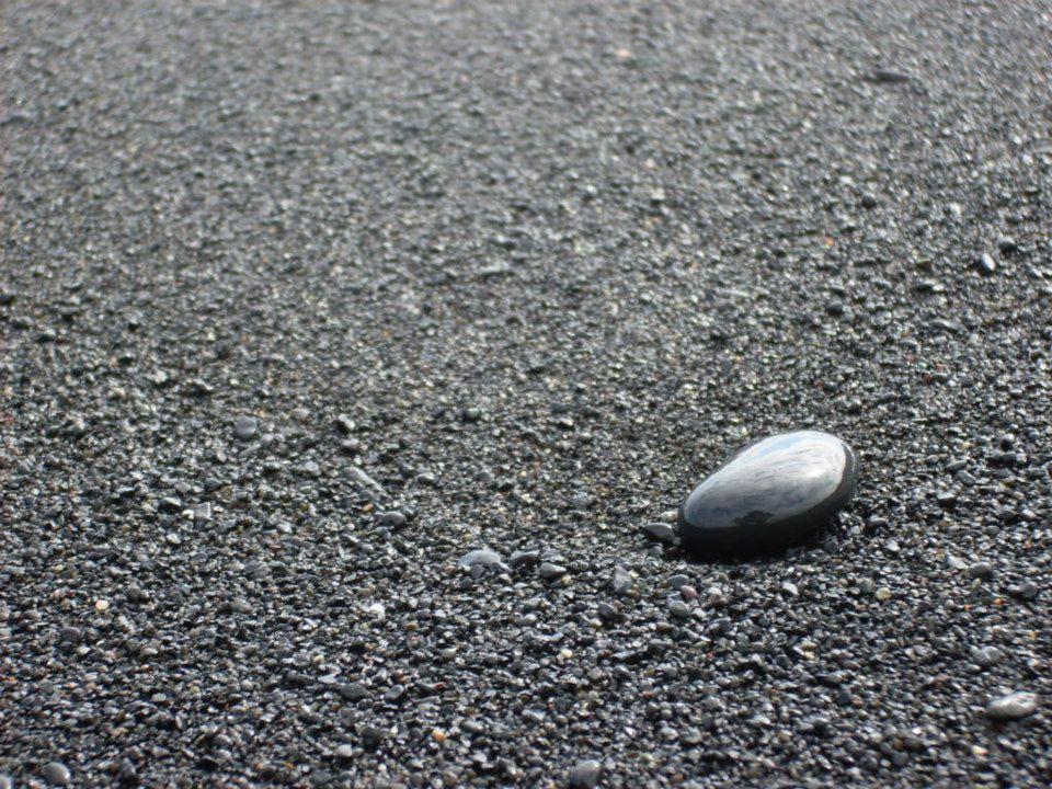 Après l'effort, le réconfort, marcher dans le sable de Vik, salvateur pour nos pieds !