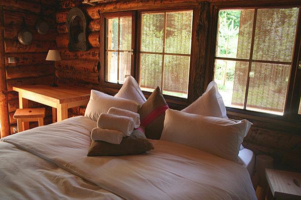 ou dormir avec les loups en france. Black Bedroom Furniture Sets. Home Design Ideas