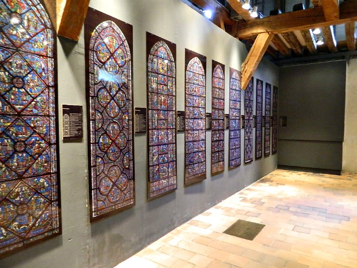 interprétation vitraux chartres