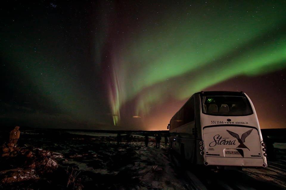 islande bus aurores boréales