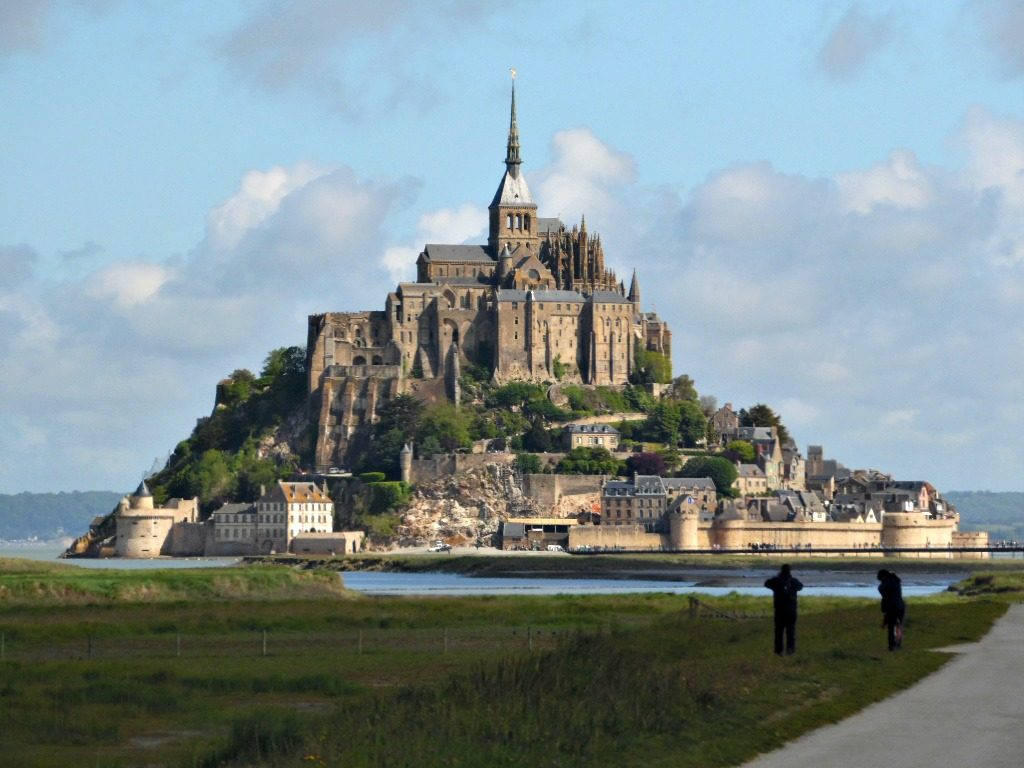 v losc nie paris mont saint michel un pied dans les nuages. Black Bedroom Furniture Sets. Home Design Ideas